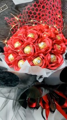 Chocolate Rose, Valentine's Day Creative Gifts Handmade Video Tutorial Candy Bouquet Diy, Food Bouquet, Diy And Crafts, Crafts For Kids, Paper Crafts, Valentine Day Love, Valentine Gifts, Bouquet Ferrero, Diy Gifts