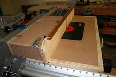 Table Saw Router Extension 2.0 with Storage Fence