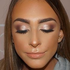 Products used  @doseofcolors eye duo in shell  @eldorafalseeyelashes in h151 @narsissist all day luminous foundation  @anastasiabeverlyhills sun dipped highlight palette  @nyxcosmetics Athens soft matte lip cream with a gloss over  @morphebrushes N9 blush palette  #caitlinduffmakeup #instagram #igmakeup #makeupartist #vegas_nay #hudabeauty #wakeupandmakeup  #makeupaddict #ilovemakeup #styledbyhrush #amrezy#motd #fo...