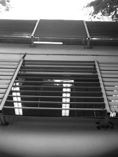 Geométrico e plano bem definido - André Jun, 8C. Esta foto foi tirada com o intuito de formar algo parecido com as fotos de Alexander Rodchenko feitas de um angulo inusitado, eu tirei esta foto pensando que poderia se parecer com escadas de um certo angulo entao este ceria um angulo inusitado.