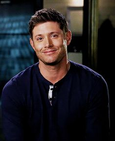 OMG THIS ACTUALLY REALLY SAD it starts off as Jensen, smiling then slowly turns to an empty Dean