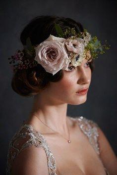 http://www.bridesmagazine.co.uk/planning/general/flowers/2014/08/victoriana-inspired-wedding-floral-garland#occdr3UWvB5ELHsW.32