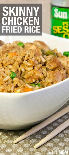 Skinny Chicken Fried Rice--One of our most popular recipes on the site! Vegetarian Recipes, Cooking Recipes, Healthy Recipes, Weeknight Recipes, Healthy Options, Skinny Mom Recipes, Skinny Chicken, Most Popular Recipes, Chili