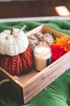 Crochet Country Pumpkins • Sewrella Crochet Pumpkin Pattern, Halloween Crochet Patterns, Crochet Geek, Form Crochet, Double Crochet, Tricot Simple, Fall Color Schemes, Pumpkin Pictures, Recycled Books