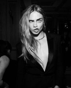 Cara Delevingne Photoshoot, Cara Delevigne, Vanity Fair, Most Beautiful Women, Beautiful People, La Fashion Week, Paris Fashion, Reportage Photo, Face Expressions