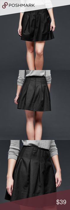 Pleated skirt gap 3% spandex , 97% cotton . Comfortable , stretch weave , site at the waist . GAP Skirts