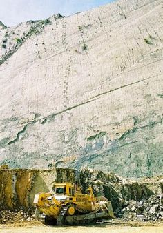 More Fascinating Photos, Fascinating World, high wall in Bolivia found with over 5000 dinosaur footprints, in over 462 discreet trails Dinosaur Tracks, Dinosaur Fossils, Dinosaur Dinosaur, Ancient Mysteries, Ancient Artifacts, Mystery Of History, Wonderful Picture, Interesting History, Science And Nature