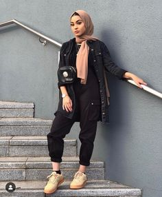 Muslim Fashion 832673418587781580 - Hijab outfits Source by Modern Hijab Fashion, Street Hijab Fashion, Hijab Fashion Inspiration, Islamic Fashion, Muslim Fashion, Casual Hijab Outfit, Hijab Chic, Casual Outfits, Fashion Outfits