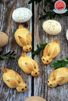 Kraina rozkoszy podniebienia...: Paszteciki zajączki Bunny Bread, Polish Recipes, Bread Rolls, Food And Drink, Easter, Lunch, Fruit, Hani, Cupcake