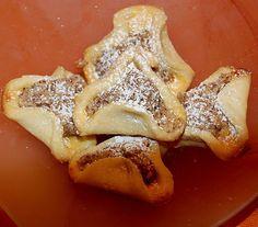 Pfaffenhütchen mit Nussfüllung, ein gutes Rezept aus der Kategorie Kekse & Plätzchen. Bewertungen: 22. Durchschnitt: Ø 3,9.