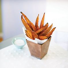 The South Beach Diet provides a delicious and healthy recipe for Sweet Potato Fries, which are easy to make and completely guilt-free. Sweet Potato Fries Recipe Baked, Sweet Potato Recipes, Low Carb Recipes, Diet Recipes, Healthy Recipes, Easy Healthy Breakfast, Healthy Snacks, Healthy Eating, Diet Snacks