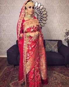 Indian Wedding Poses, Indian Bridal Sarees, Indian Wedding Wear, Pakistani Bridal Dresses, Saree Wedding, Wedding Dresses, Beautiful Dress Designs, Bridal Lehenga Collection, Bengali Bride