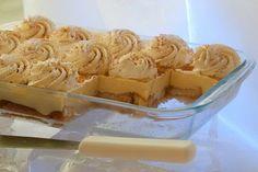 Refreshing no-bake dessert with crackers Greek Sweets, Greek Desserts, Cold Desserts, Greek Recipes, No Bake Desserts, Dessert Recipes, Greek Cake, Custard Cake, Greek Dishes