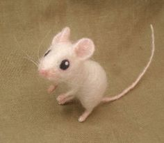 Felted mousie.