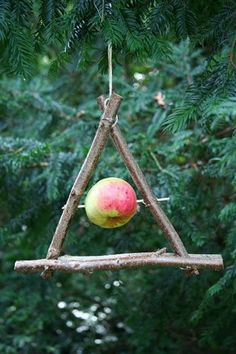 Betty Slagle - The most beautiful garden decor Garden Crafts, Garden Projects, Garden Art, Garden Ideas, Planner Free, Wood Bird Feeder, Homemade Bird Feeders, Forest School, Backyard Birds