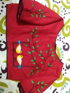 Blouse New Saree Blouse Designs, Simple Blouse Designs, Stylish Blouse Design, Blouse Neck Designs, Kurta Designs, Hand Embroidery Dress, Kurti Embroidery Design, Embroidery Neck Designs, Chanya Choli