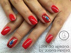 Esta semana no #lookdasemana temos o trabalho da nossa técnica Joana Pereira, o glamouroso vermelho adornado com uma jóia em azul brilhante! ;) Para adquirir os artigos da imagem pode aceder ao nosso site: http://biucosmetics.com/ As cores utilizadas pode visualizá las no link abaixo: http://biucosmetics.com/so-blush.html Nail art:  http://biucosmetics.com/gel-black-para-foil-5g.html http://biucosmetics.com/foil-gold.html