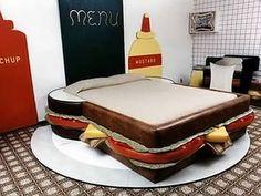 Io vorrei questo letto e domire a notte. Mi piace questo letto perche e molto interessante. Non mi piace colore di il lenzuolo.