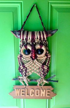 OWL ☀◔◔ ☀Vintage Handmade Macrame Owl by LoonyLadybug on Etsy Macrame Owl, Macrame Knots, Micro Macrame, Macrame Jewelry, Macrame Projects, Craft Projects, Projects To Try, Wooden Welcome Signs, Diy Inspiration