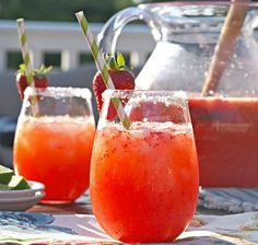 Alkoholfreir Kindercocktail mit Erdbeeren