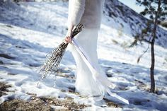 Here, #original #bridal winter #bouquet : #invierno, #winter #bride #novia #invierno #editorial #boda #original sierra_nevada_nieve #fotografo #boda #alicante #pussy #willow #bridal #bouquet_original_wedding_photography_nieve_snow_all_white