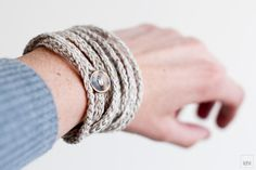 Crochet Bracelet and Necklace in one piece. Marfil Linen