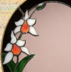 Hey mom, think you could make me this but with something instead of flowers, to hang above my dresser? Stained Glass Mirror, Mirror Mosaic, Leaded Glass, Mosaic Art, Fused Glass, Glass Mirrors, Instead Of Flowers, Mirrored Picture Frames, Antique Bottles