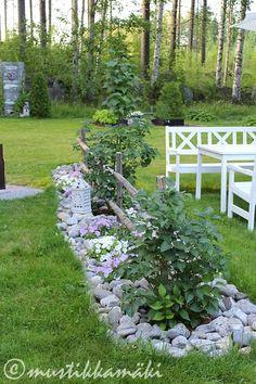 piha,puutarha,kesäkukat,kukkapenkki,kivet