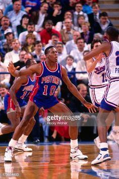 Fotografia de notícias : Dennis Rodman of the Detroit Pistons defends...