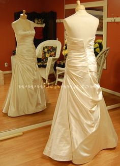 This is a great website that goes through different wedding gown bustling options, very helpful!