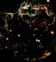 カシオペヤ座にある超新星残骸:  ハッブル宇宙望遠鏡は、25年間にわたって宇宙の画像を送り続け、人々を魅了してきました。そのなかから、専門家が厳選した画像など本誌未掲載もあわせた50の傑作画像を順次紹介していきます!