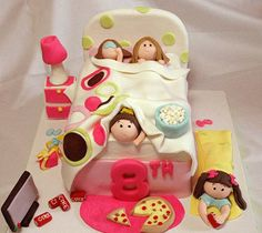 So much detail in this sleepover party cake! Sleepover Cake, Sleepover Birthday Parties, Fancy Cakes, Cute Cakes, Bed Cake, Novelty Cakes, Girl Cakes, Cupcake Cakes, Cake Ideas