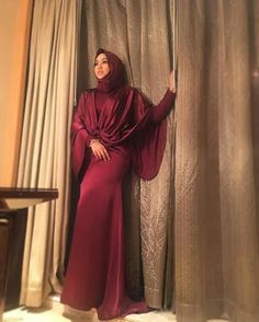 You can never go wrong with 😍 magnificent dress ! And the best part , I can still fit in my old size! Hijab Fashion, Awards, High Neck Dress, Guangzhou, Formal Dresses, Instagram Posts, Fit, Style, Turtleneck Dress