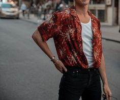 What are some great casual outfit for guys? Today we are talking all about casual outfit for guys and how you can wear them with a […] Style Vintage, Vintage Men, Retro Men, Retro Vintage Fashion, Mode Outfits, Casual Outfits, Cochella Outfits, Casual Wear, Men Casual