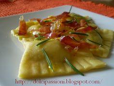 Oggi dei ravioli un po diversi nel ripieno, ma dal sapore delicato e gustoso. Il condimento poi, fa il resto. Approfitto vista l'ora, per a...