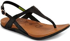 13 Comfortable Walking Sandals that Don't Sacrifice Style Female travelers can enjoy their warm weather travels with stylish shoe options. Here are comfortable walking sandals that don't sacrifice style! Most Comfortable Womens Sandals, Comfortable Walking Sandals, Stylish Sandals, Best Walking Sandals, Walking Shoes, Supportive Sandals, Travel Shoes, Bare Foot Sandals, Warm Weather