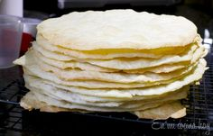 Chilean Thousand Layers Cake is the most traditional cake in Chile, layers of thin crispy dough almost cookie like and dulce de leche. Latin American Food, Latin Food, Thousand Layer Cake, Fun Desserts, Dessert Recipes, Chilean Recipes, Chilean Food, Chilean Desserts, Kuchen