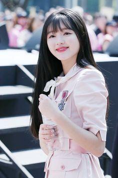 Kpop Girl Groups, Korean Girl Groups, Kpop Girls, K Pop, Oh My Girl Yooa, One Punch Man Anime, Korean Beauty Girls, Girl Pictures, Girl Pics
