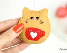 Felt cat ornament Christmas tree decoration home by Lanatema Diy Christmas Gifts For Kids, Cat Christmas Ornaments, Felt Christmas Decorations, Felt Ornaments, Christmas Crafts, Christmas Tree, Sewing Crafts, Sewing Projects, Craft Projects