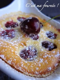 Le clafoutis aux cerises de Guy Savoy - made with almond flour French Desserts, Köstliche Desserts, Dessert Recipes, Chefs, Cherry Clafoutis, Gluten Free Treats, Sweet Bread, Sweet Recipes, Food And Drink