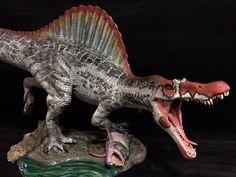 Beautifully painted Pegasus Spinosaurus dinosaur model (built and painted by Martin Garrat). Dinosaur Room Decor, Dinosaur Pictures, Spinosaurus, Jurassic Park World, Prehistoric Creatures, Fauna, Creature Design, Pegasus, Archaeology