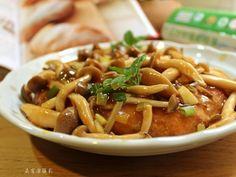 肉末混合磨成泥的馬鈴薯煎成肉餅,外層焦香淋上鮮菇燴煮成的醬料,滑溜好口感。富含膳食纖維的簡易料理,營養又美味。