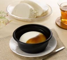 「豆腐」を使ったスイーツがおススメです!真っ白な「ウチカフェ お豆腐で仕立てたブランマンジェ」は、やわらかい味わいです。添付の黒蜜をかけてお召し上がりください♪ http://lawson.eng.mg/c3f2d