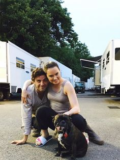 Daisy Ridley and Oscar Isaac with Gary Fisher (Carrie Fisher's Dog) This is so cute