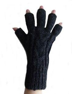 Schwarze fingerfreie #Damen #Handschuhe aus #Alpakawolle, #Handy #Handschuhe. Warme fingerfreie #Strickhandschuhe aus peruanischer Alpakawolle. Ideal für draußen. Z.b zum Handy bedienen ohne die Handschuhe auszuziehen zu müssen.