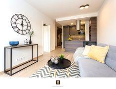 Home Staging nezařízeného bytu k pronájmu v Praze #Praha #Prague #czech #homestaging #homestagingprague #praguehomestaging #homestagingcz #pred #po #before #after #white #walls #apartment #obyvacipokoj #cz #czechrepublic #livingroom #kitchen #kuchyn #yellow #grey #doplnky #modern