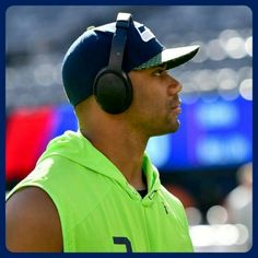 Football Images, American Football Players, Russell Wilson, Football Baby, 12th Man, Seattle Seahawks, Pride, African, Fan