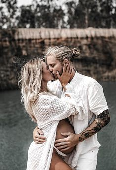 Heavily pregnant Skye Wheatley strips down for nude photoshoot - Pregnancy, boyfriend, (best) friends - Enceinte Maternity Photography Poses, Maternity Poses, Pregnancy Photography, Couple Maternity, Maternity Studio, Portrait Photography, Travel Photography, Pregnant Couple, Pregnant Mom