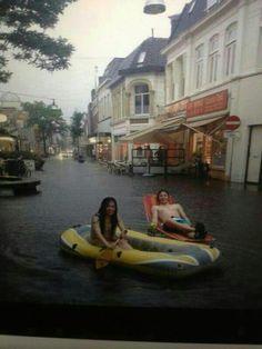 Wateroverlast centrum Enschede 20-06-13 Innercity Enschede after heavy rain Kruispunt de Graaf