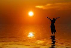 Mengapa manusia mempunyai kerinduan akan Allah?   Allah, dalam menciptakan manusia menurut citra-Nya, telah mengukirkan dalam hati manusia kerinduan untuk melihat Dia. Bahkan walaupun kerinduan ini diabaikan, Allah tidak pernah berhenti menarik manusia kepada Diri-Nya karena hanya dalam Dialah manusia dapat menemukan kepenuhan akan kebenaran yang tidak pernah berhenti dicarinya dan hidup dalam kebahagiaan.